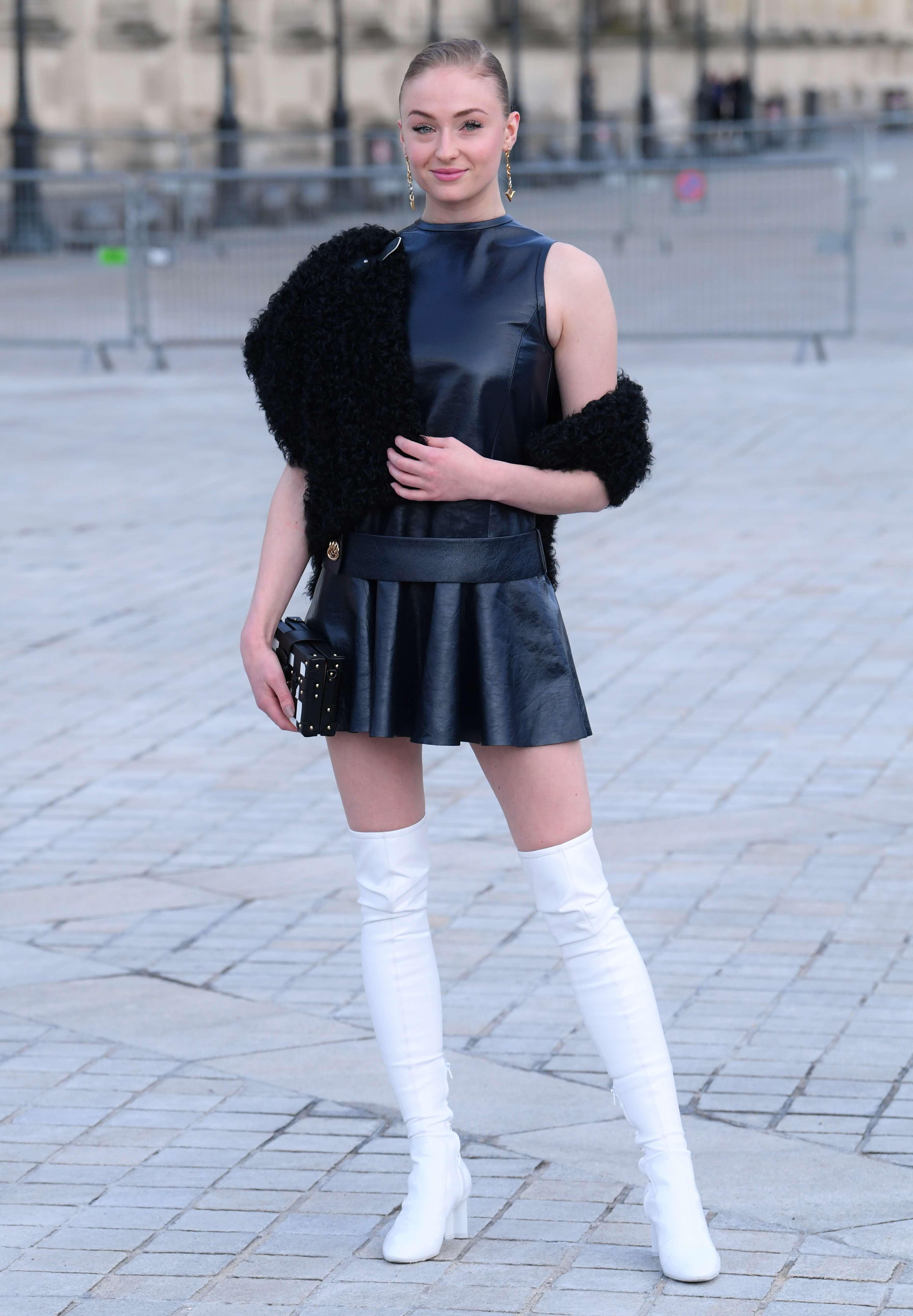 Maisie Williams jupe